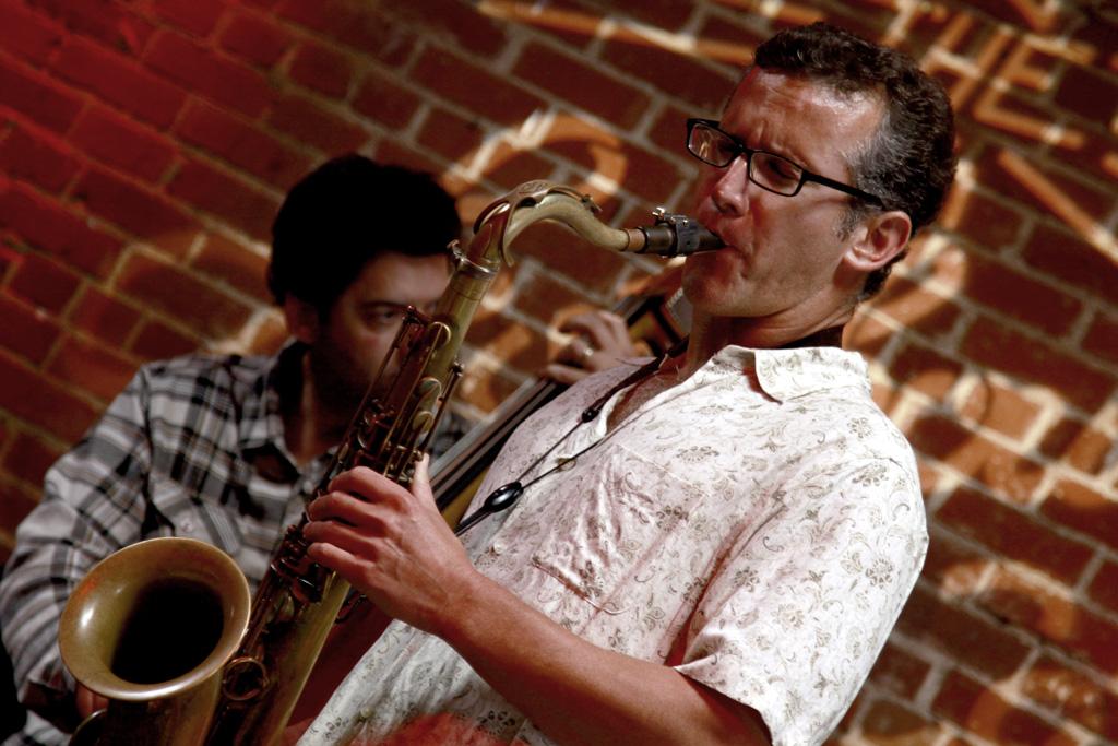 David-Sills-saxophonist-live_02
